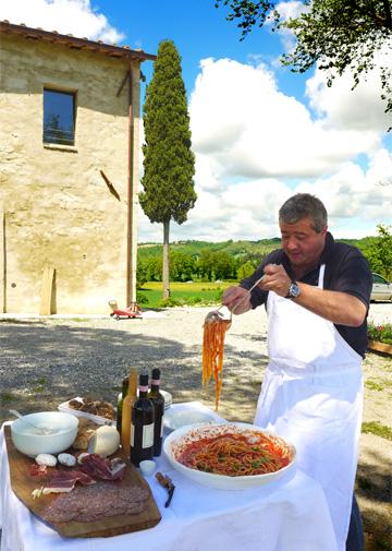Giuseppe Bepi Mangiarotti serving a simple spaghetti al pomodoro at Campiglione